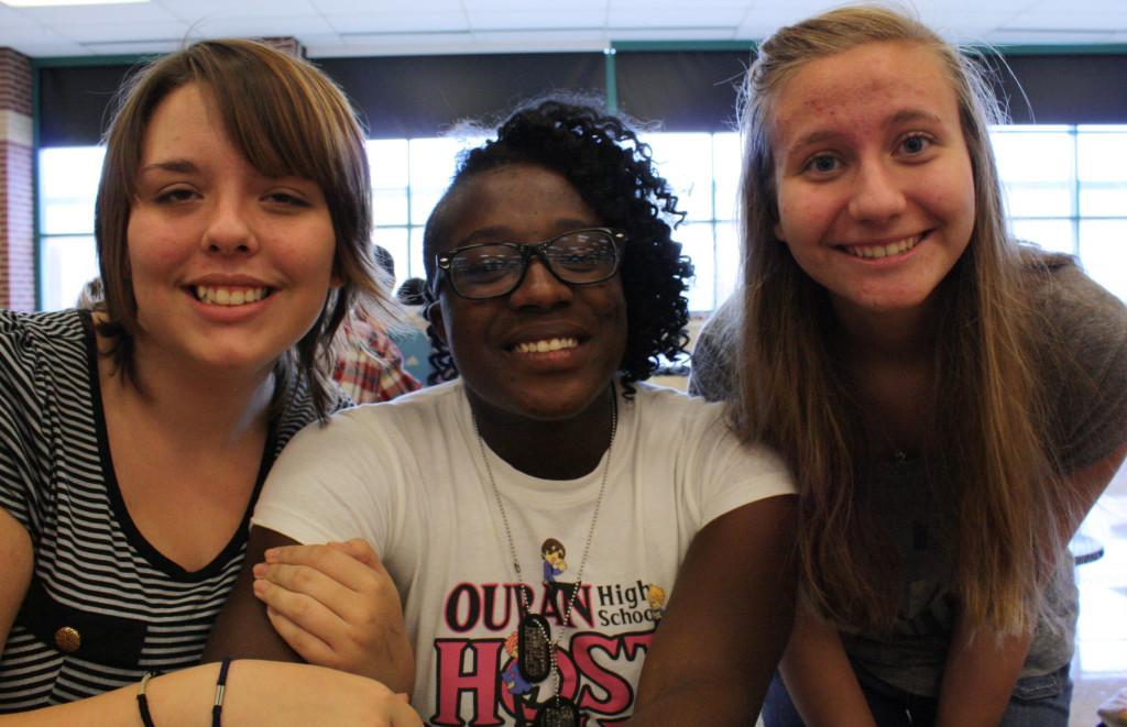 Three teenagers Michelle Kinary, Victoria Hammons, and Claire McAnally at lunch