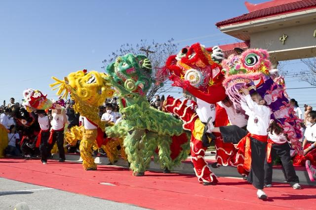 Dragon dance at Chinatown Center.