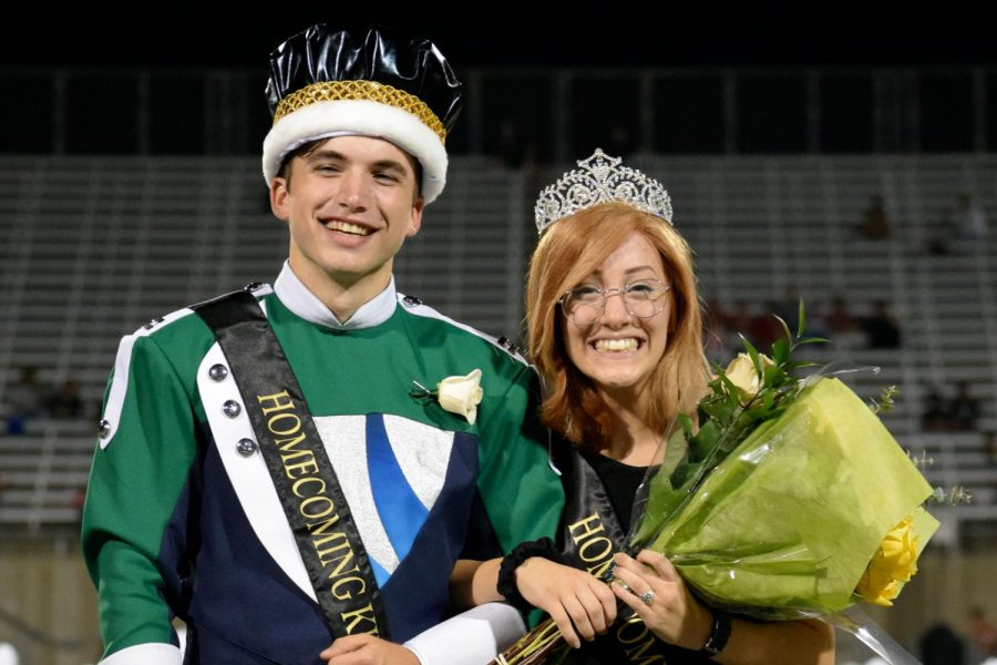 Seniors+Jack+Graves+and+Natalie+Barnes+pose+for+a+picture+after+being+crowned+homecoming+king+and+queen.