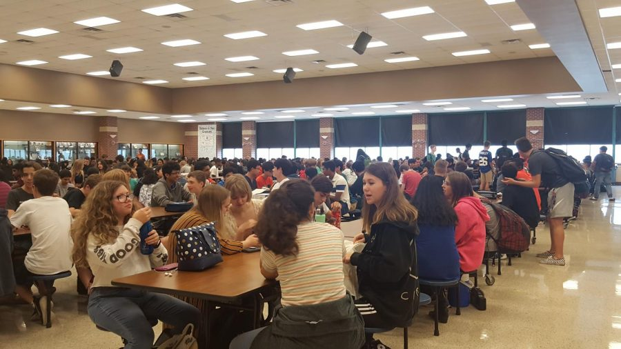 McNeil+Students+at+Lunch