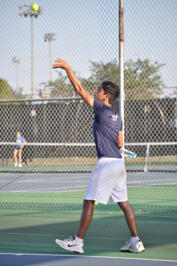 Senior+Anuj+Nigam+practices+for+tennis+season.+Tennis+has+both+a+fall+and+spring+season.